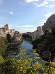 美しいモスタールという町。内戦で破壊された橋は修復されている。この町から本プロジェクトが始まった。