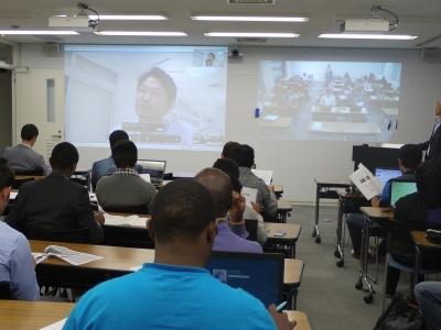 神戸情報大学院での遠隔講義(同大学のWebサイトより)